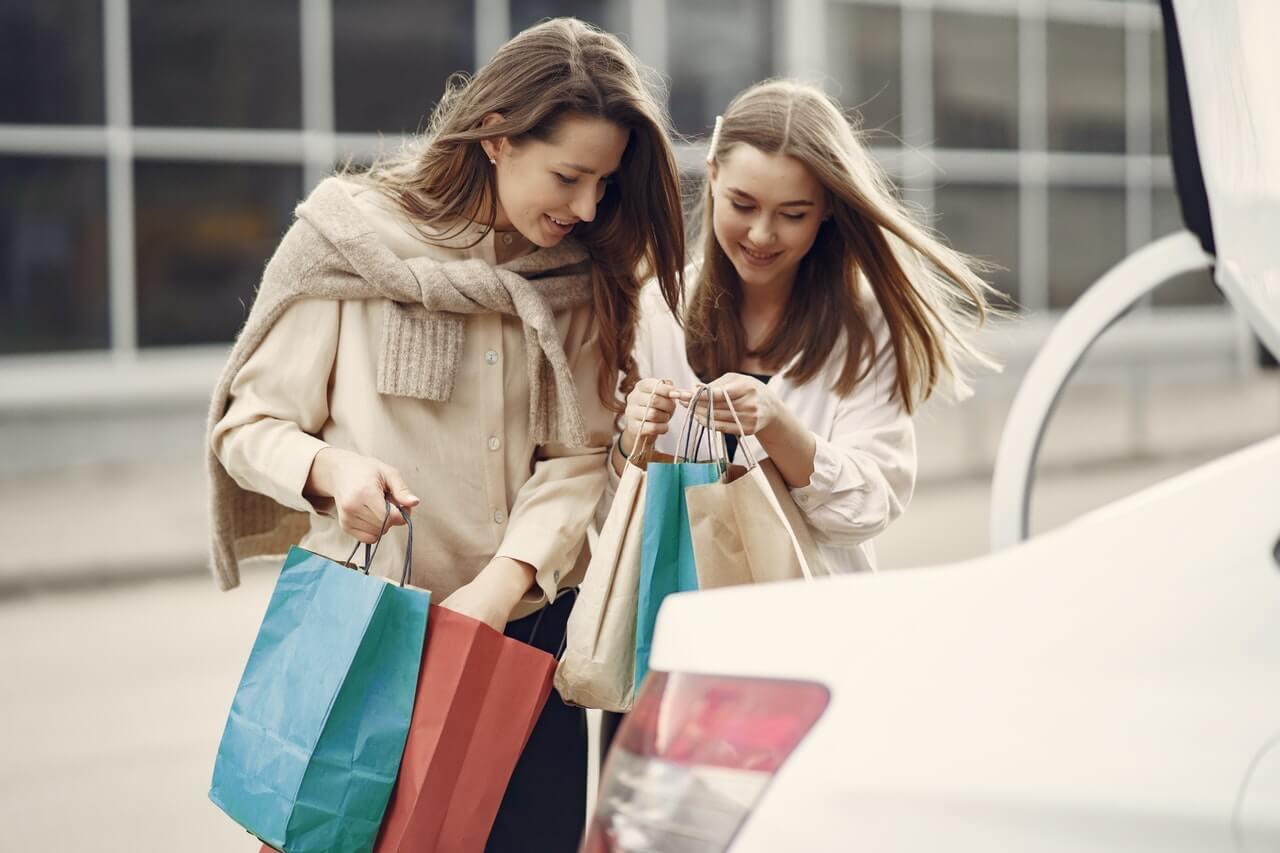 Increase Customer Lifetime Value with tested rewards program - women shopping
